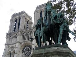statue_de_charlemagne_devant_notre_dame